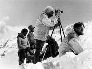 ss-expedition-tibet-ernst-krause-beim-filmen